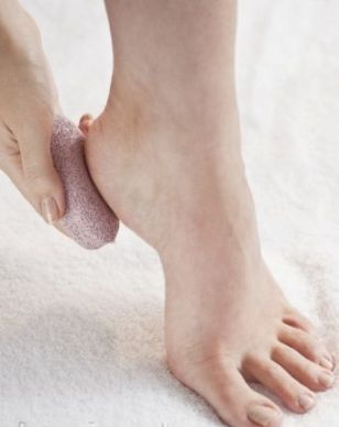 beautiful-feet / photo from http://www.skincarebeautyzone.com