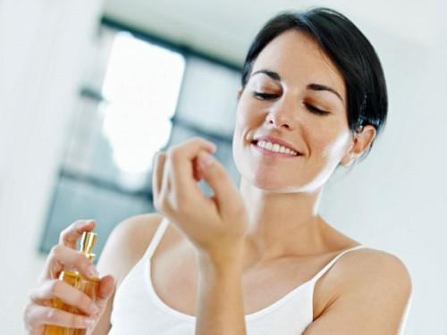 woman-applying-perfume / photo from http://www.sheknows.com