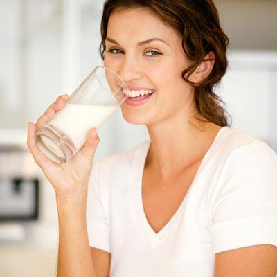 woman drinking milk / photo from http://www.everydayhealth.com