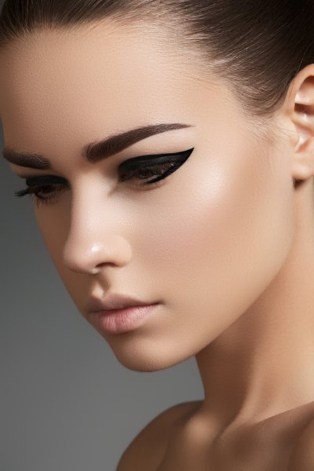 how-to-apply-eyeliner-2 / photo from http://www.ourvanity.com
