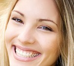woman_smile_teeth / photo from http://geniusbeauty.com
