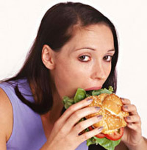 Eating-junk-food / photo from http://www.topnews.in