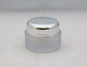 Pot Cream Glass Chrome 15 Gram
