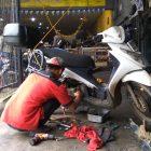 Proses pengerjaan mengubah kelistrikan motor dari AC menjadi DC / fullwave di Lembang Motor Bandung.